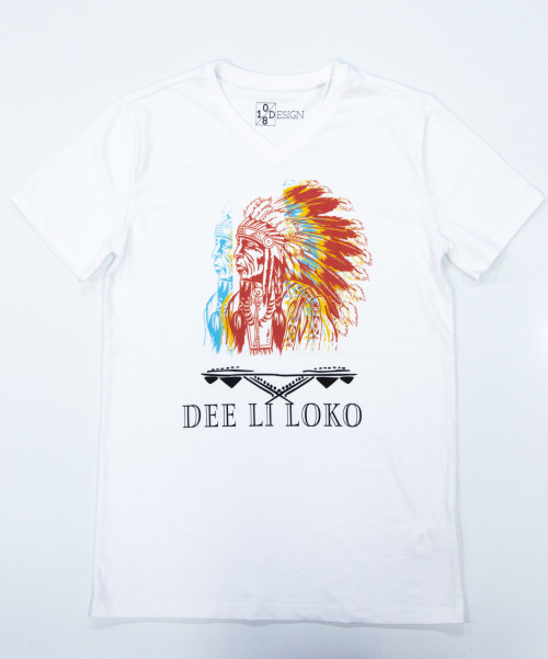 mannen, men, t-shirt, wit, opdruk, native, indiaan, south- american, native american,inheems, rood, geel, blauw, veren, v-hals, print, Dee li loko, ten-eight design,korte mouwen, colour white, v-neck, short sleeves, red, blue, yellow, mens shirt, arowaks